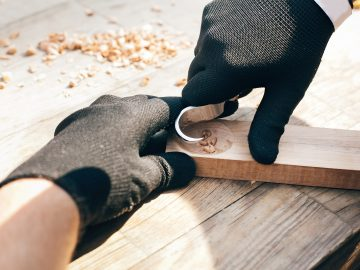 spoon carving course using a crook knife